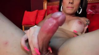 T-girl floozy goes avid about fucking all the holes around