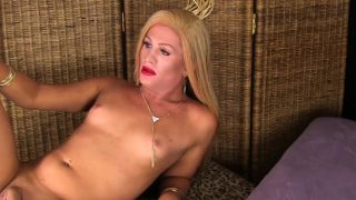 Mature blonde trap amateur jerking big cock